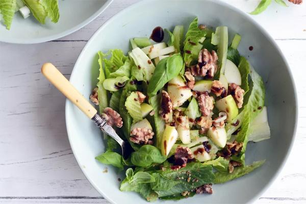 Salad táo và hạt óc chó